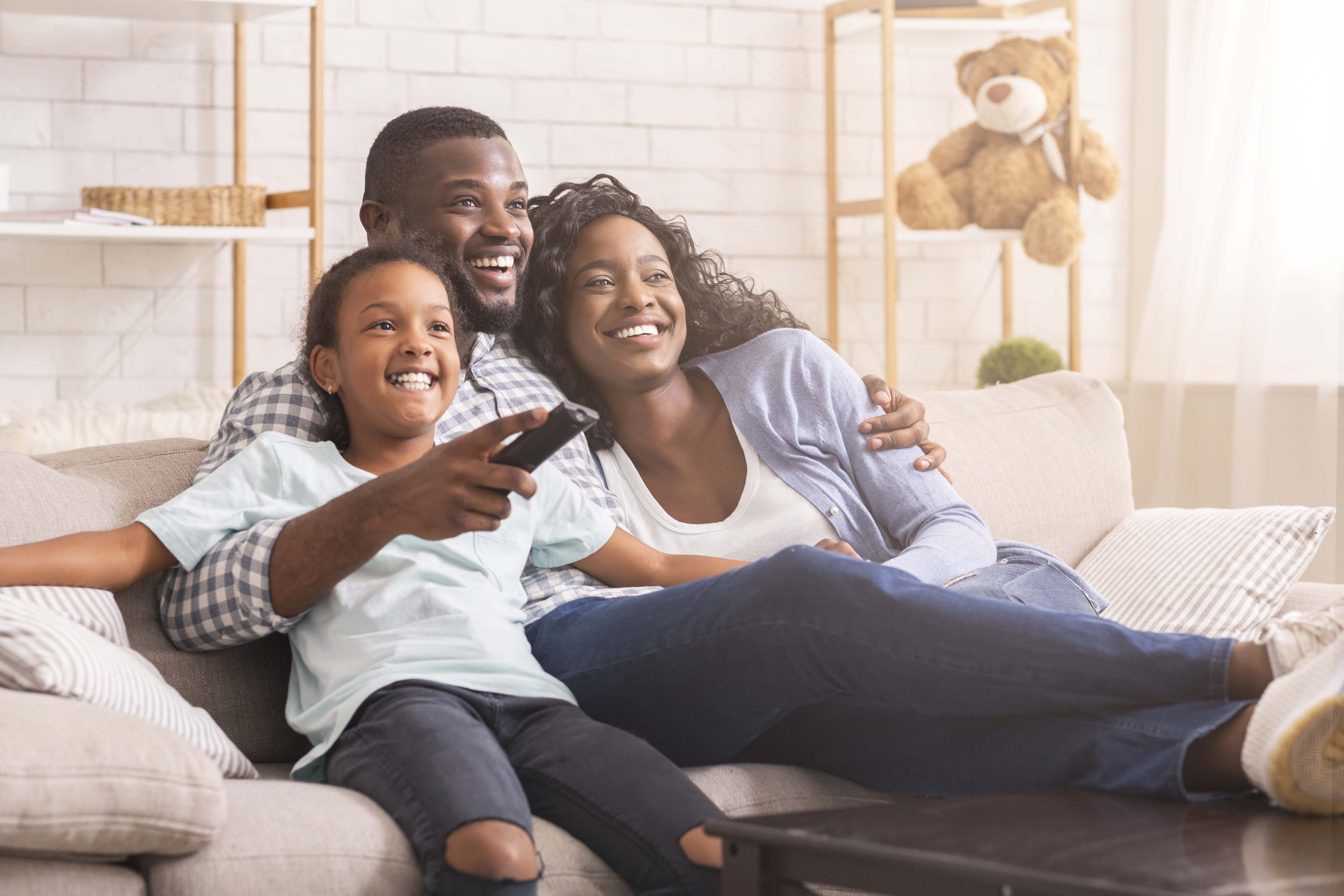 https://campaign-image.com/zohocampaigns/224260000001924021_zc_v23_family_watching_tv.jpg