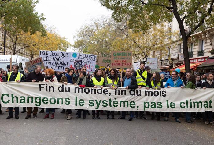 http://campaign-image.com/zohocampaigns/231356000008526059_zc_v90_fin_du_monde_fin_du_mois_changeons_le_systeme_pas_le_climat_700px_web.jpg