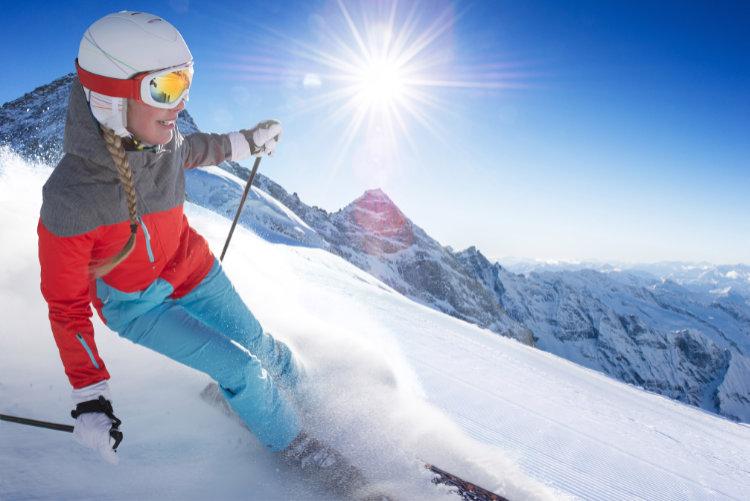 https://campaign-image.com/zohocampaigns/445319000007989006_zc_v10_skier.jpg