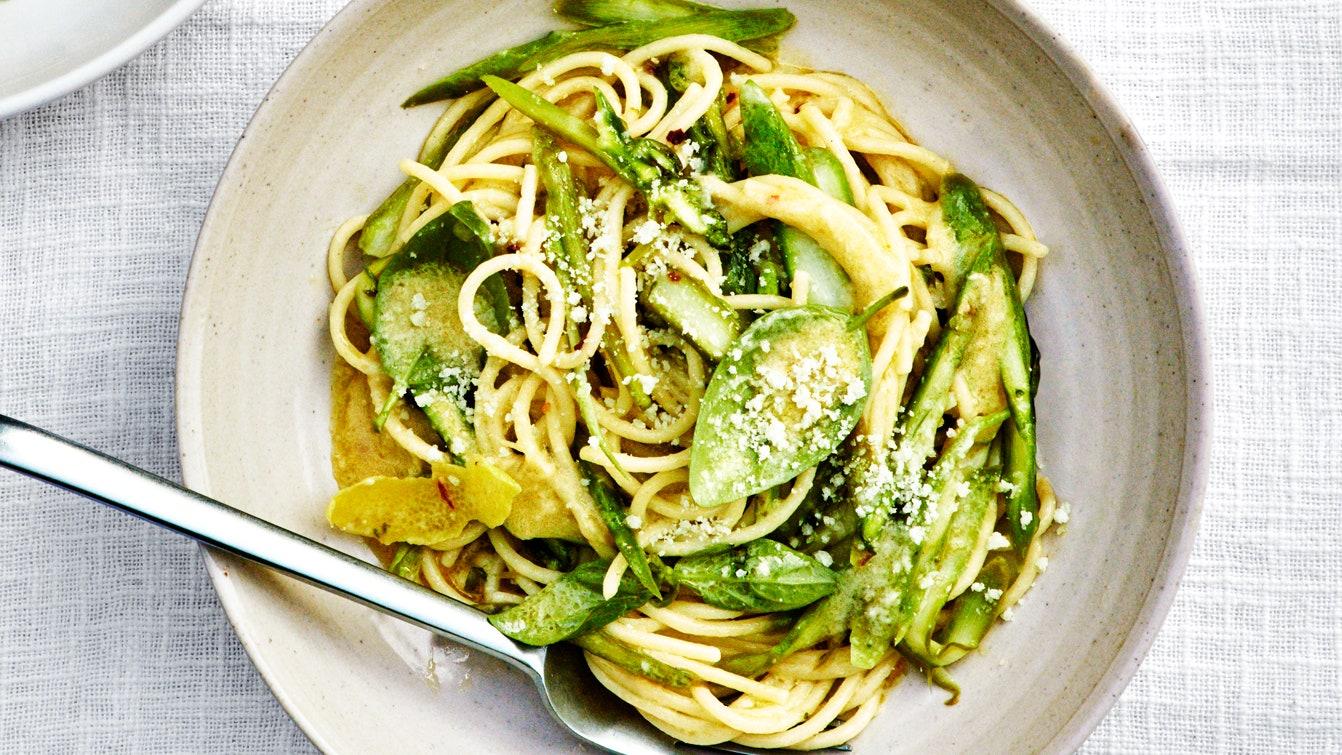Spaghetti al Limone With Asparagus