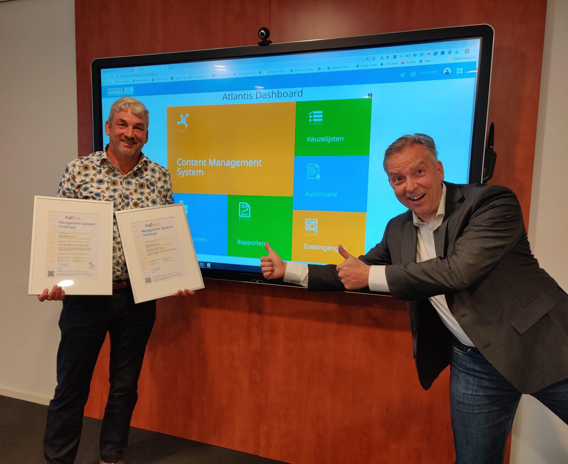 Marco Bijl (DigiTrust) overhandigd certificaten